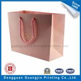 Подгонянный мешок Kraft розового цвета бумажный с золотистым логосом