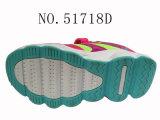 La couleur de Fushia badine des chaussures de sport de chaussures
