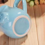 Il maiale del fumetto imprime la tazza di ceramica di figura