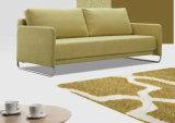 3 Sitzgewebe-Sofa u. ein starkes Bett