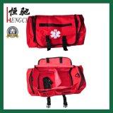 O saco médico Emergency dos primeiros socorros de cor vermelha escondido carreg o saco