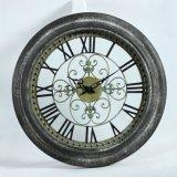 Decorare l'orologio di parete rotondo del metallo di numero romano