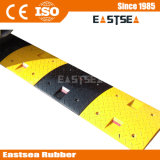 黒く及び黄色のチェック模様のヨーロッパの道のゴム製速度のこぶ
