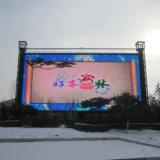 P16 esterno che fa pubblicità alla visualizzazione di LED del TUFFO per il campo da pallacanestro