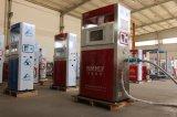 주유소에 있는 안전 액화천연가스 채우는 장치