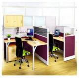 ファイル引出しのオフィス・コンピュータの机が付いている個々のオフィスワークステーション