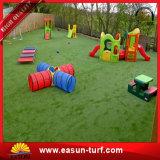 Hierba verde artificial del jardín de la alta calidad que ajardina la hierba decorativa del césped