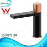 洗面器のためのJd-Wb793-Bcの透かしの承認のミキサーの真鍮の蛇口によって隠されるコック