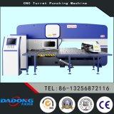 운동장 깔판을%s 고품질 D-T30 CNC 포탑 펀칭기 사용