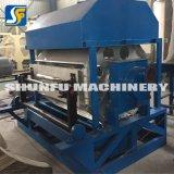 Kleines Papiermassen-Ei-Karton-Tellersegment, welches das Maschinen-Papier aufbereitet Maschinen-Fertigung bildet