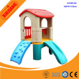 子供の遊園地のスライドが付いているプラスチック小さいおもちゃの演劇の家