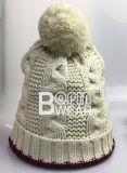 Senhoras e Torça Tricô Cabo Hat com fios grandes POM
