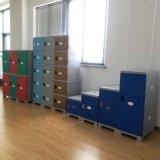 خزانة بلاستيكيّة زاويّة جميلة في مدرسة