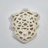 Decoração cerâmica branca fina da parede com teste padrão de flor