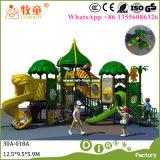 Campo de jogos ao ar livre dos miúdos do campo de jogos do parque de diversões para o pré-escolar