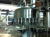 Remplissage de l'eau minérale et machine automatiques de cachetage