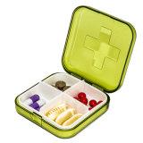 Una pillola dei 4 scompartimenti e casella di memoria di piccola dimensione di plastica del farmaco