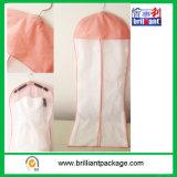 衣装袋のウェディングドレスは白をカバーする