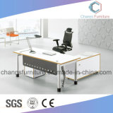 en el escritorio de oficina del vector del ordenador de los muebles de la venta