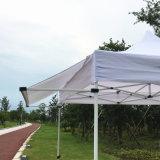 新式の3X3mによっては日除けの折り返しが付いているおおいのテントが現れる