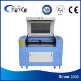 Découpage en plastique de gravure de laser de bouton découpant la machine