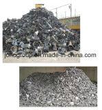 Zerreißende Aluminiumpflanze des Schrottes