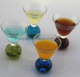 Цветастые стекла Martini, стекла коктеила, чашка стекла вина и кружка