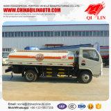 2 assen die de Vrachtwagen van de Tanker met de Prijs van de Fabriek bijtanken