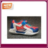 男の子および女の子のための新しく多彩な子供の偶然靴の子供のスポーツの靴