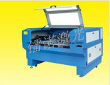 Una macchina per incidere capa del laser del CO2 con il sistema del up-Down