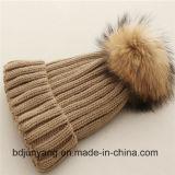 Beanie шлема шерсти Raccoon связанный шариком теплый