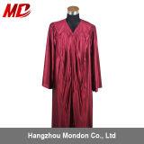 Rouge foncé brillant adulte de robe de graduation de lycée