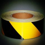 Het zwarte en Gele Gevaar die van de Streep van de Helling van de Kleur de Weerspiegelende Band van de Opmerkelijkheid waarschuwen