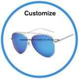 Os óculos de sol com o seu logotipo