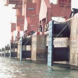 Defensas llenadas espuma del carguero de graneles para atracar del barco