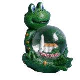 カエルの彫像が付いている熱い販売の樹脂の雪の地球
