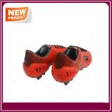 Sapatos de futebol de futebol no exterior de laranja