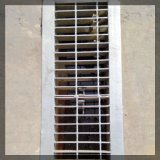 電流を通された鋼鉄耳障りな床の堀の下水管の格子カバー