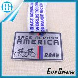 A raça de ciclagem da medalha da raça de bicicleta através de América