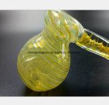 Marteau jaune modelant la pipe de tabac en verre de filtre de narguilé