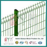 3Dは金網の塀によって電流を通された溶接された金網の塀を曲げた