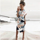 夏様式の服の偶然の非対称的で幾何学的な印刷の不足分のサッシュの膝長さの服のO首の上品な女性の服
