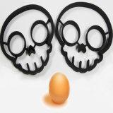 Cráneo negro formó el molde de silicona de grado alimenticio del huevo frito