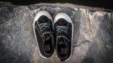 子供のスニーカーのための2017最もよい品質の偶然および歩きやすいズック靴