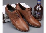 形式的な人の服靴ポイントつま先の人の本革の靴
