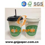 L'abitudine ha stampato la tazza di caffè di carta a gettare/coperchio/coperchio