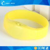 Wristband di controllo radiofonico LED del rifornimento del partito e braccialetto del LED
