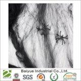 Halloweenの蜘蛛の巣およびクモの巣によって通われる家の装飾