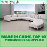 Os sofás secionais modernos da sala de visitas de canto branca dirigem a mobília