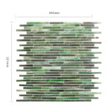 中国の浴室Backsplashのための卸し売り緑ガラスの汚されたモザイク・タイル